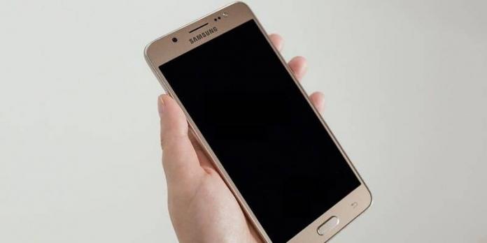По какой причине на Samsung не работает сенсор
