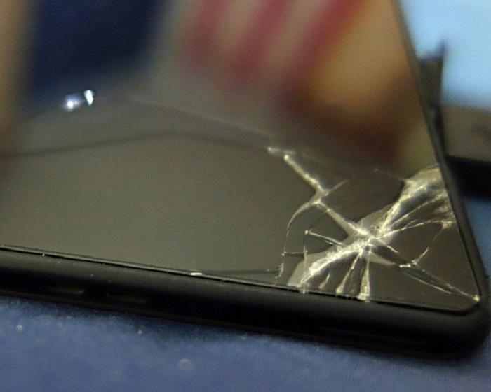 Поврежденный экран